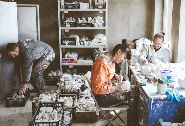 Катерина Коврова помогает делать бизнес пятерым алкоголикам из Смолевичей