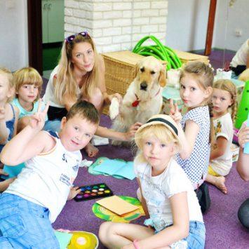 Обучающие занятия с собаками-терапевтами в рамках творческого лагеря