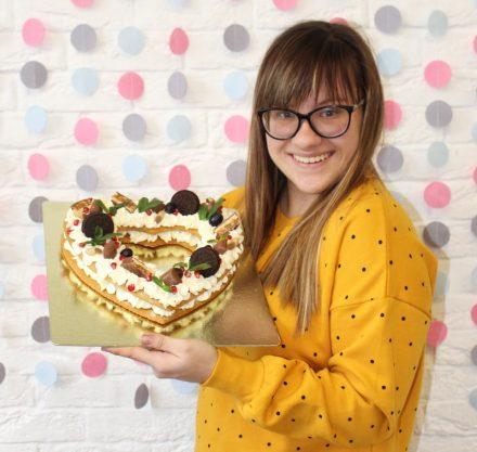 Мастер-класс «Декор тортов кремом, фруктами и сладостями